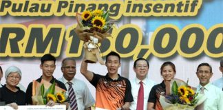 Cogratulations to Lee Chong Wei, Chan Peng Soon, and Goh Liu Ying for the well deserved incentives. (photo: Ke Ooi)