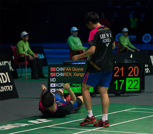 Korea's unseeded pair Lee Hong-Sub and Lim Su-Min celebrates after beating No. 13 seeds Fan Qiuyue/Ren Xiangyu of China 21-15, 17-21, 22-20 in the boys' doubles semi-finals. (photo: BWF)