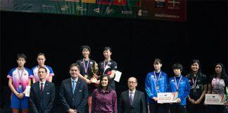 Sayaka Hobara/Nami Matsuyama and the World Junior Championships silver and bronze medalists. (photo: BWF)