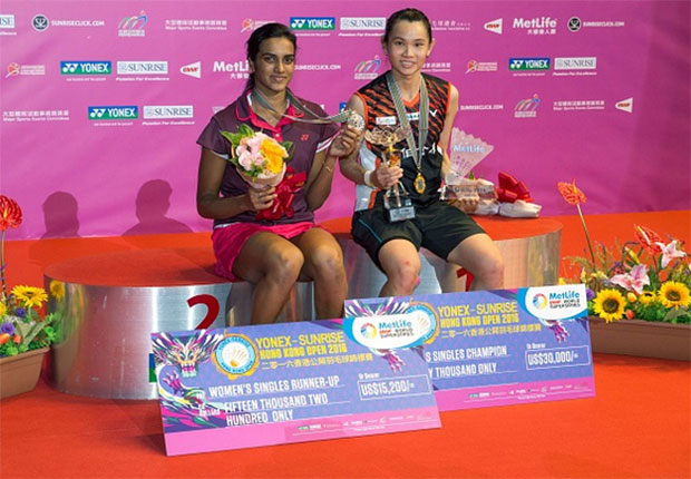 Tai Tzu-Ying and P.V. Sindhu pose on the podium. (photo: AP)