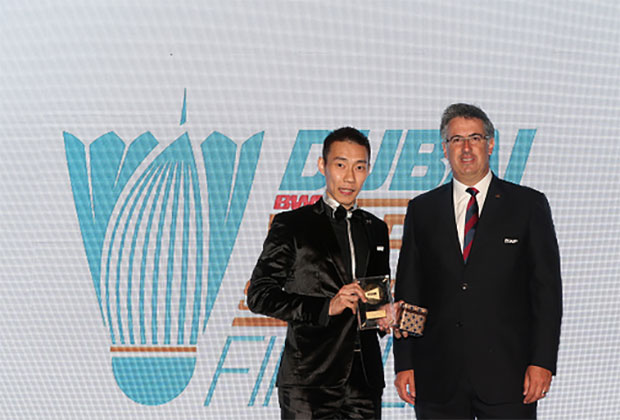 Lee Chong Wei wins the 2016 BWF Best Male Player Of The Year Award. (photo: AFP)
