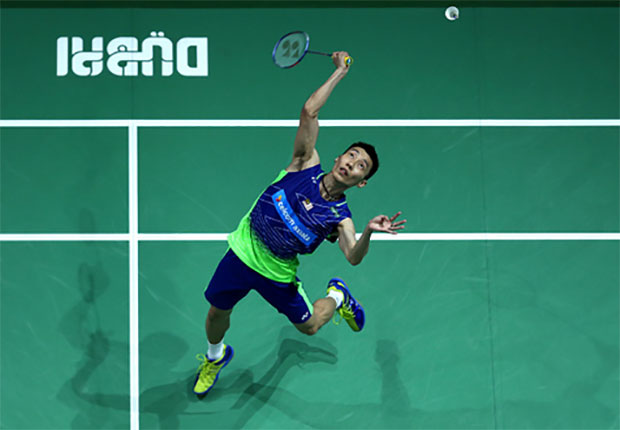 Lee Chong Wei plays Son Wan Ho on Day 1 of 2016 Dubai Superseries Finals. (photo: AFP)