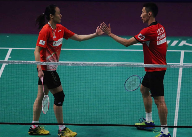 Lee Chong Wei and Zhao Yunlei celebrate their victory in the 2016/2017 Purple League on Saturday. (photo: Purple League)