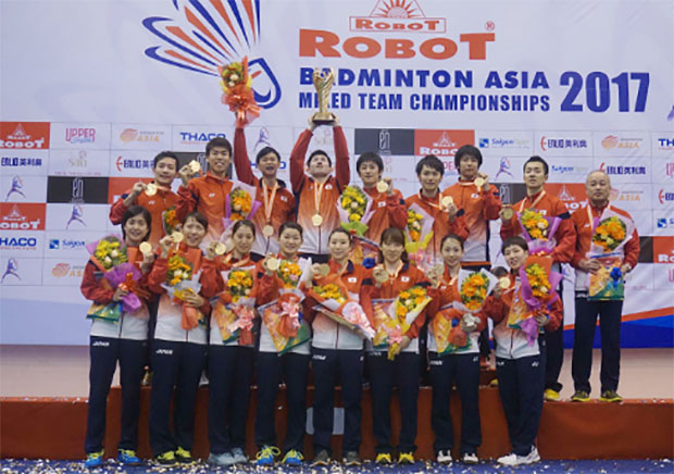 Japanese team celebrate their victory against Korea in the 2017 Asian Badminton Mixed Team Championships final. (photo: Dong Huyen)