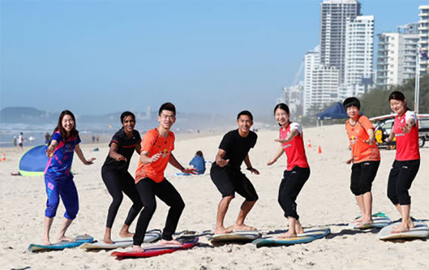 Sung Ji Hyun of Korea (from left), PV Sindhu of India, Zheng Siwei of China, Jonatan Christie of Indonesia, Misaki Matsutomo of Japan, Chen Qingchen of China and Ayaka Takahashi at Surfers Paradise Beach. (photo: Chris Hyde)