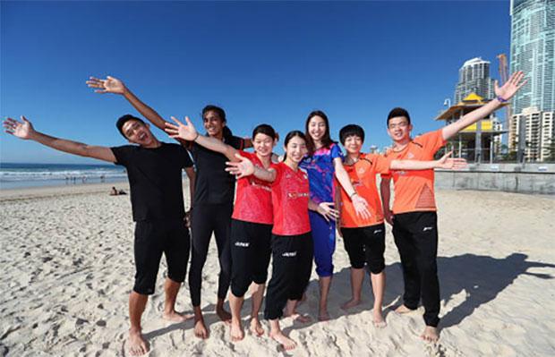Zheng Siwei, Chen Qingchen, Misaki Matsutomo, Ayaka Takahashi and Sung Ji Hyun at Surfers Paradise Beach. (photo: Chris Hyde)