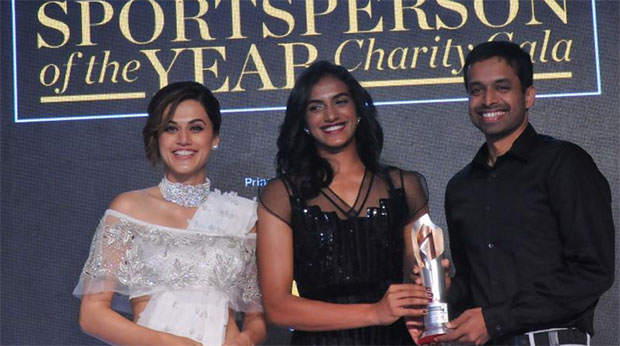 P.V. Sindhu presents Coach of the Year award to Pullela Gopichand. (photo: DC)
