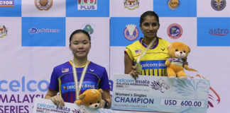 Selvaduray Kisona shares the podium with Lee Ying Ying. (photo: Bernama)