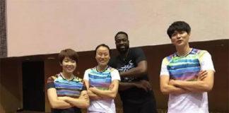 Wang Xin, Zhao Yunlei, Dwyane Wade and Bao Chunlai (from left) play badminton together. (photo: Weibo)