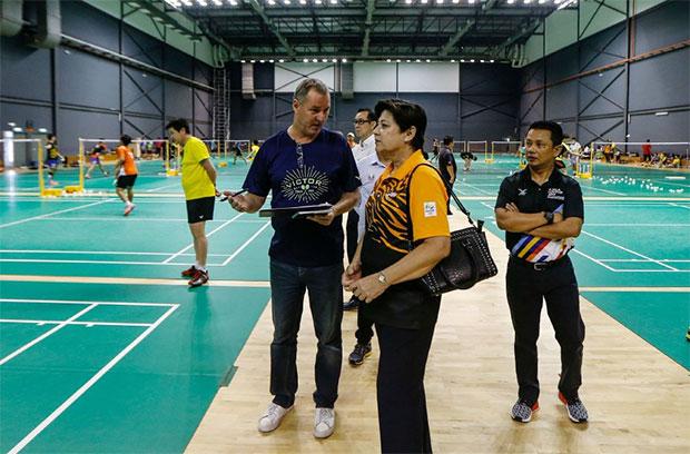 Morten Frost (left) gives a briefing on Malaysian badminton team's preparation for SEA Games. (photo: Osman Adnan)