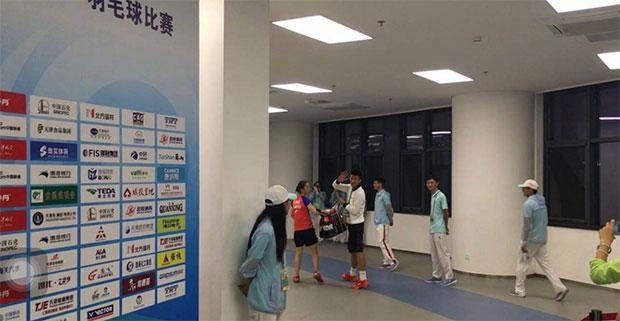 Chen Long carrying his girlfiend Wang Shixian's badminton bag after the China National Games women's team event.