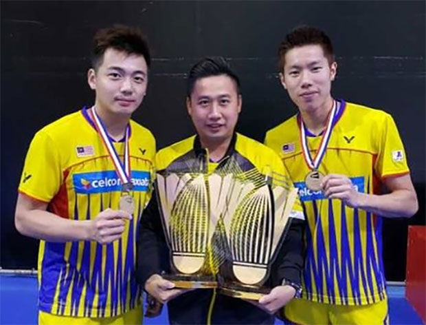Wish Jeremy Gan (middle) all the best for his future endeavors. (photo: Bernama)