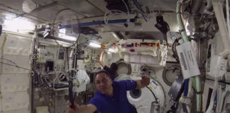 Astronauts from Russia, the US and Japan competed in a badminton tournament in the space. (photo: YouTube/Roskosmos)
