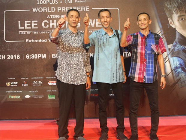 The Sidek brothers – Misbun, Jalani and Rahman (from left) attend Lee Chong Wei's movie premiere. (photo: Bernama)
