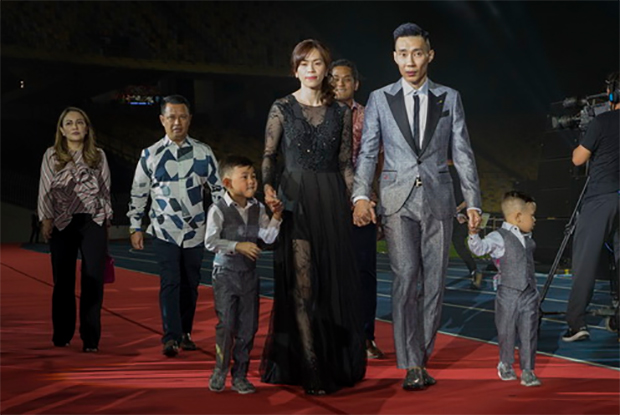 Lee Chong Wei, his wife - Wong Chew Choo and his two children attend the movie premier. (photo: Bernama)