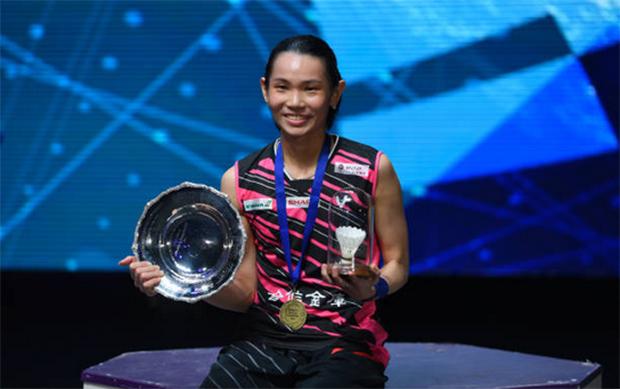 Tai Tzu Ying at the award ceremony. (photo: AP)