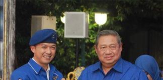 Taufik Hidayat shakes hand with Susilo Bambang Yudhoyono. (photo: Taufik Hidayat's Instagram)