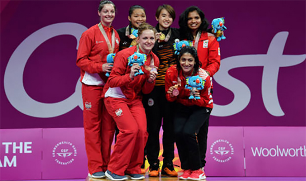 Vivian Hoo/Chow Mei Kuan win women's doubles gold at the 2018 Commonwealth Games in Gold Coast, Australia. (photo: AP)