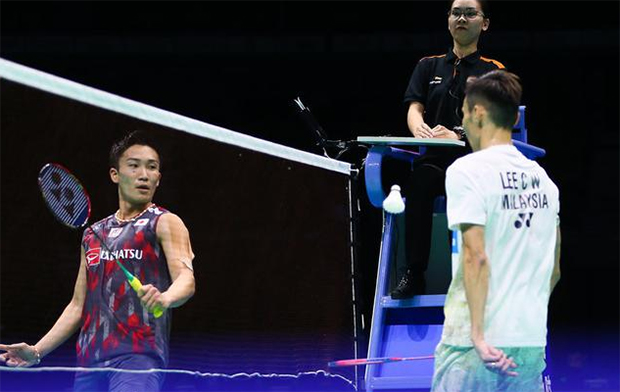 Lee Chong Wei takes on Kento Momota in the 2018 Asia Championships semi-final. (photo: AFP)