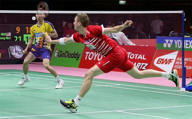 Lee Chong Wei produces a brilliant match against Viktor Axelsen in the Thomas Cup Group D tie. (photo: Mohd Yusni Ariffin)