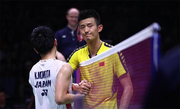 Kento Momota beats Chen Long in the first men's singles match. (photo: AP)
