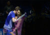 Kento Momota beats Viktor Axelsen 2-0 at 2018 Indonesia Open final. (photo: AFP)