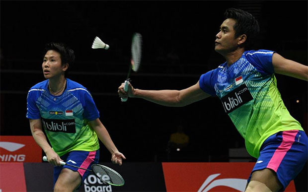 Tontowi Ahmad-Liliyana Natsir put up a good fight against Goh Soon Huat/Shevon Jemie Lai in Singapore Open final. (photo: AFP)