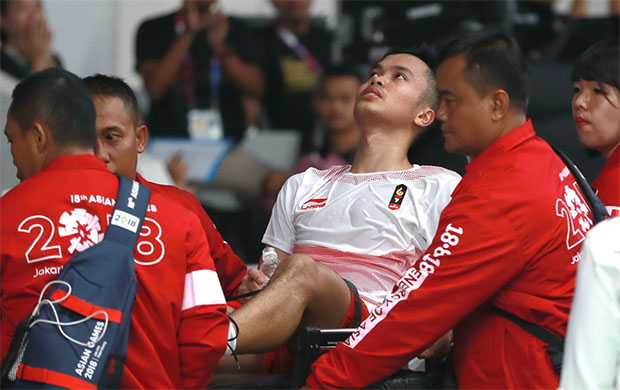 Anthony Sinisuka Ginting was wheeled off the court on a stretcher in the third set of Wednesday night's Asian Games men's team final. (photo: AFP)