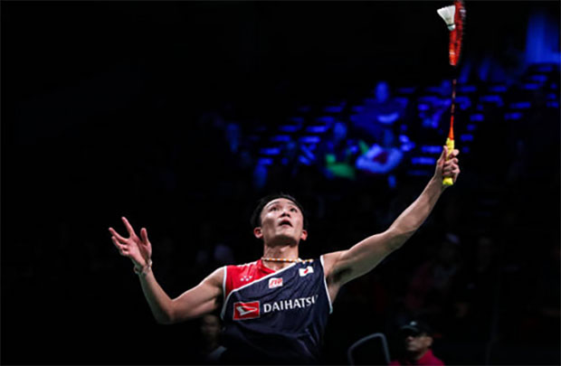 Kento Momota exacts revenge on Anthony Sinisuka Ginting in Denmark Open first round. (photo: AFP)