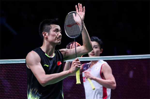 Chen Long (L) brings his A-game to beat Kento Momota in the French Open semi-final. (photo: AFP)