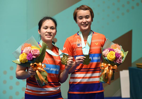 Winning Macau Open is a really good confidence booster for Vivian Hoo (R)/Yap Cheng Wen. (photo: AFP)