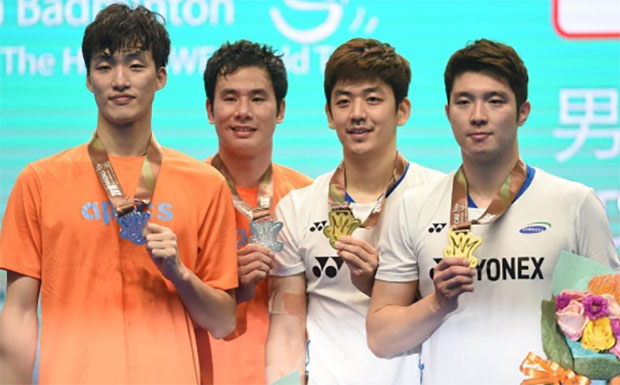 It's exciting to see Shin Baek Cheol/Ko Sung Hyun, Lee Yong Dae/Kim Gi Jung (from left) to be back playing badminton again. (photo: AFP)