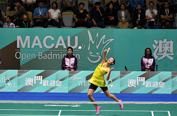 Michelle Li in action during the final match. (photo: AFP)