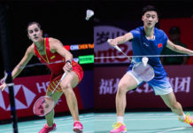 Chen Yufei (R) finally earns a win against Olympic Champion Carolina Marin. (photo: AFP)