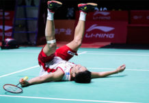 Kento Momota collapses on the court after scoring the match point. (photo: AFP)
