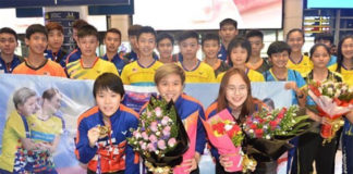 Goh Jin Wei, Toh Ee Wei, Pearly Tan Koong Le (from left) return to Malaysia on Tuesday. (photo: AFP)