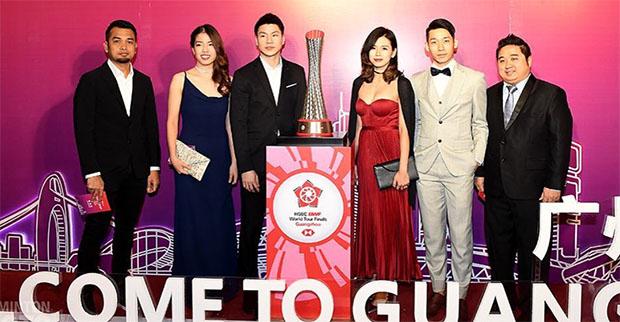 Goh Liu Ying look sexy in her red evening dress. (photo: Goh Liu Ying's Instagram)