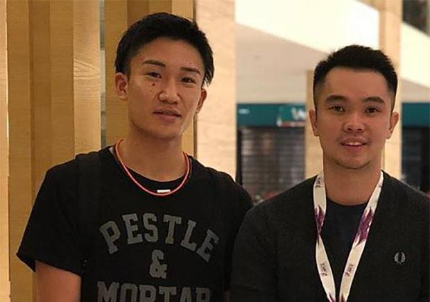 Kento Momota (L) arrives in Malaysia on Sunday. (photo: Khek Mong Ho's Facebook)