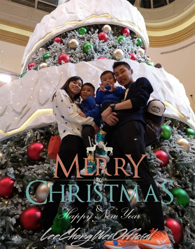 Lee Chong Wei, his wife and sons pose for a super sweet picture. (photo: Lee Chong Wei's Twitter)