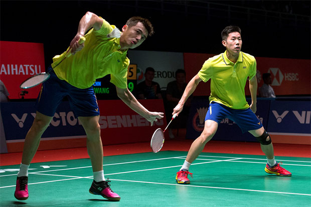 From the logo on their shirts, seems like Goh V Shem/Tan Wee Kiong has signed Yonex as their main sponsor. (photo: Bernama)