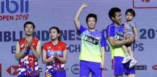 Chan Peng Soon/Goh Liu Ying lost to Liliyana Natsir/Tontowi Ahmad (from Left) in the 2018 Indonesia Open final. (photo: PBSI)