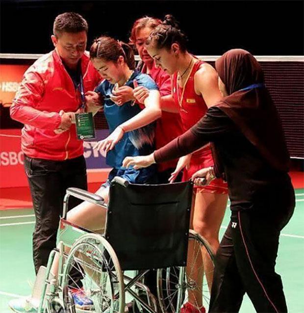 Gao Fangjie ruptures her left Achilles tendon. (photo: AFP)