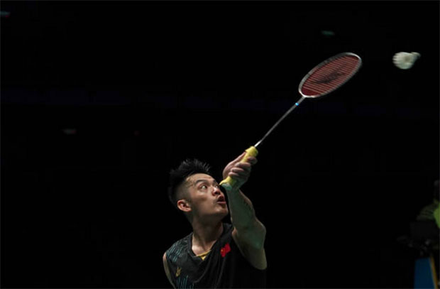Crowd boos Lin Dan as he pulls out of Singapore Open. (photo: Stanley Chou/Getty Images)