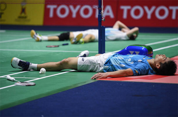 Chou Tien Chen (front) and Angus Ng Ka Long lying on the court after an epic Thailand Open final battle. (photo: Chalinee Thirasupa/AFP/Getty Images)