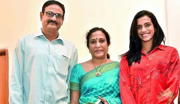 The grownup PV Sindhu and her parents. (photo: Deccan Chronicle)