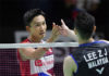 Wish Lee Zii Jia (R) good luck in Korea Open quarter-final playing against Kento Momota. (photo: Kyodo News)