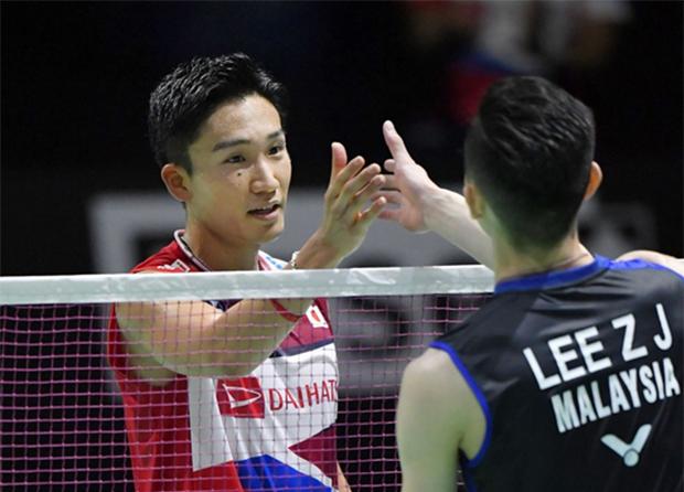 Wish Lee Zii Jia (R) good luck in Korea Open quarter-final playing against Kento Momota. (photo: Kyodo News)