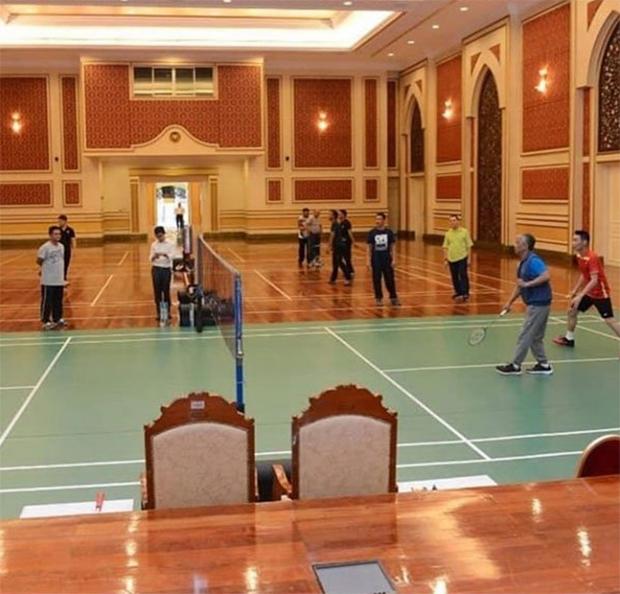Lee Chong Wei plays men's doubles with Sultan Abdullah. (photo: Lee Chong Wei Fan's Club)