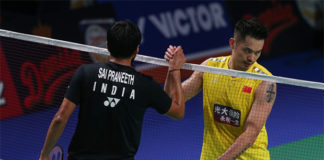 Lin Dan thanks Sai B. Praneeth after his first round loss at Denmark Open. (photo: Xinhua)