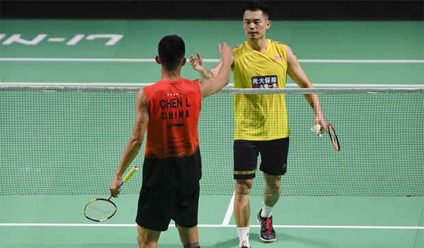 Lin Dan thanks Chen Long after the Fuzhou China Open first round match. (photo: Xinhua)